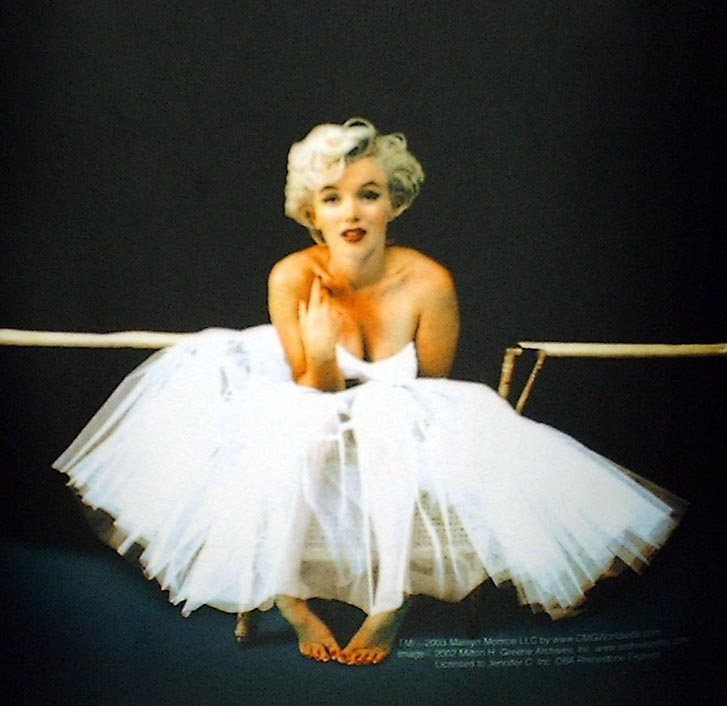Marilyn monroe in white dress